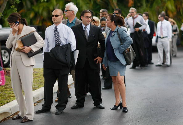 Davie - Florida「People Search For Employment, As Number Of Jobless Claims Passes 5 Million」:写真・画像(1)[壁紙.com]