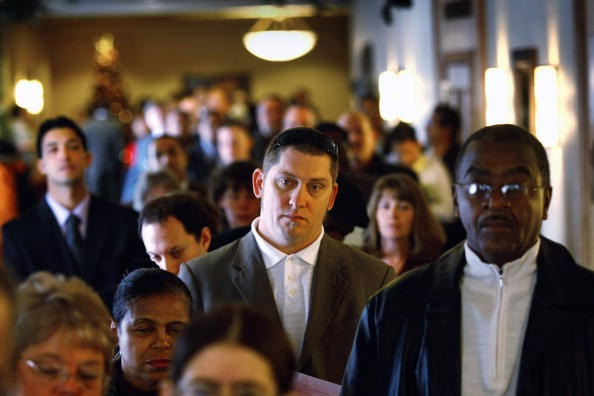 In A Row「Job Seekers Search For Employment At Job Fair Held In Denver」:写真・画像(1)[壁紙.com]