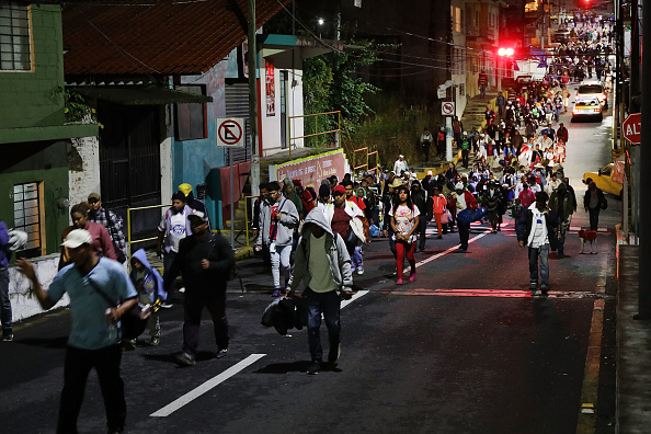 Refugee「Thousands Of Hondurans In Migrant Caravan Continue March Through Mexico」:写真・画像(5)[壁紙.com]