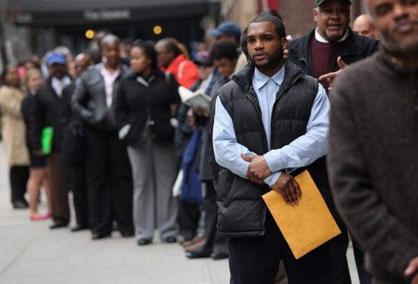 In A Row「Job Seekers Attend NYC Career Fair」:写真・画像(3)[壁紙.com]