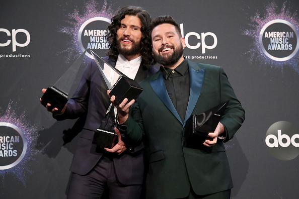 Alternative Pose「2019 American Music Awards - Press Room」:写真・画像(12)[壁紙.com]