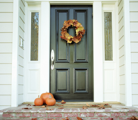 Front Door「Pumpkins on front step of house」:スマホ壁紙(10)