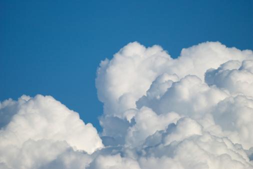 ふわふわ「雲」:スマホ壁紙(12)