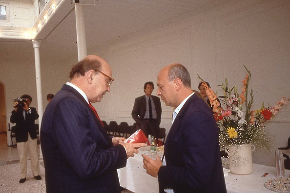Wallet「Politician Bettino Craxi is with Italian journalist Paolo Mieli, Rome 1989」:写真・画像(12)[壁紙.com]