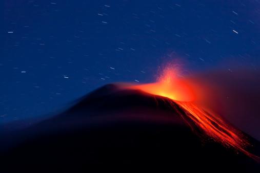 Lava「Tungurahua Volcano With Lava Flow, Banos,」:スマホ壁紙(18)