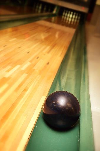 Gutter「Bowling Ball in Gutter」:スマホ壁紙(18)