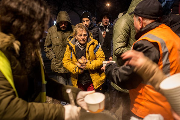 Receiving「Volunteers Distribute Meals to Turkey's Homeless and Refugees」:写真・画像(14)[壁紙.com]