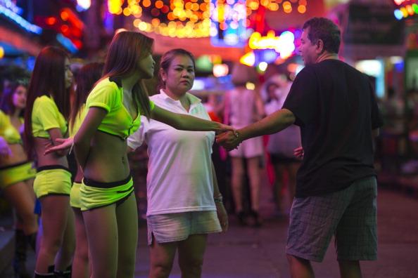バンコク「Thailand's Military Coup Continues As General Prayuth Receives Royal Endorsement」:写真・画像(6)[壁紙.com]