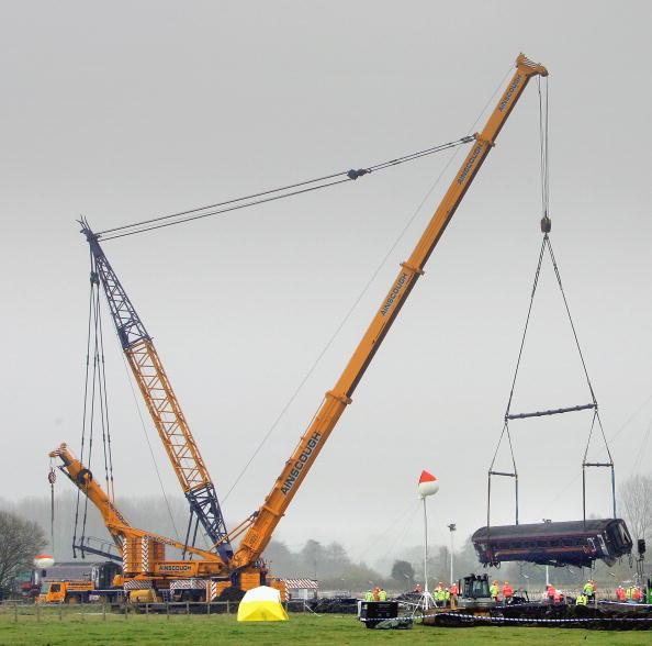 Construction Equipment「Wreckage Of The Berkshire Rail Crash Is Removed」:写真・画像(13)[壁紙.com]