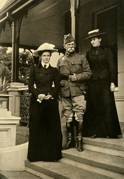 Edwardian Style「Lord Roberts And His Daughters At Pretoria」:写真・画像(6)[壁紙.com]
