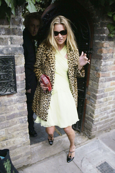 Yellow Dress「Kate Moss Celebrates 30th Birthday」:写真・画像(5)[壁紙.com]