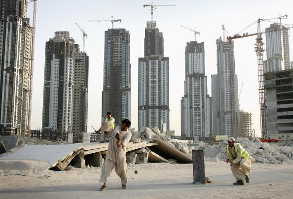 Construction Industry「Construction Workers on Dubai Building Site」:写真・画像(17)[壁紙.com]