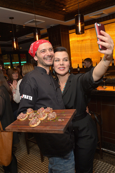 Recipe「Extra Virgin: Recipes & Love From Our Tuscan Kitchen Hosted By Debi Mazar And Gabriele Corcos Part Of The Bank Of America Dinner Series - Food Network New York City Wine & Food Festival Presented By FOOD & WINE」:写真・画像(12)[壁紙.com]