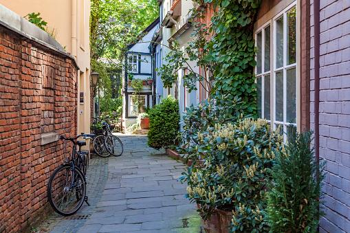 Alley「Germany, Free Hanseatic City of Bremen, old town, Schnoorviertel, Schnoor, typical houses, alley」:スマホ壁紙(15)