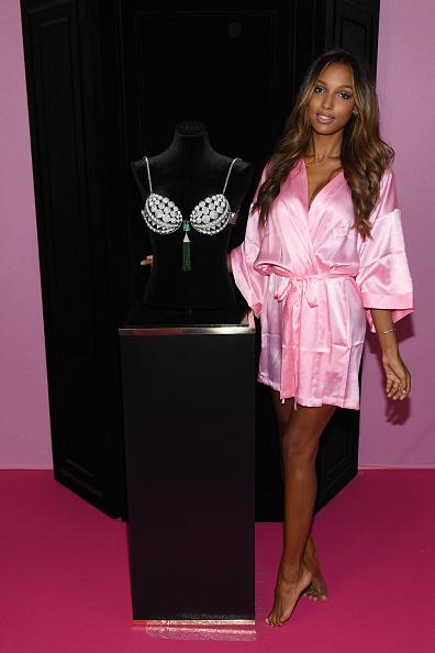 Victoria's Secret Fantasy Bra「2016 Victoria's Secret Fashion Show in Paris - Hair & Makeup」:写真・画像(17)[壁紙.com]