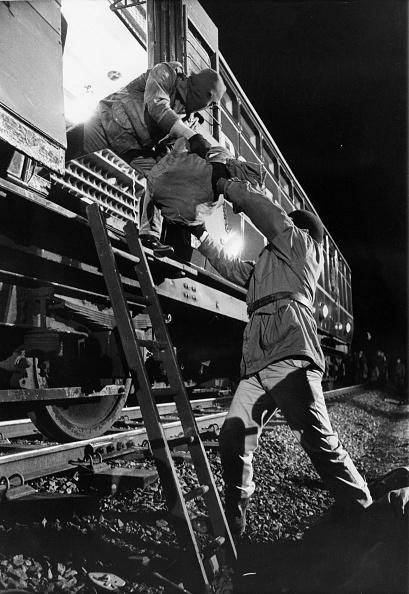 Stealing - Crime「Train Robbery」:写真・画像(13)[壁紙.com]