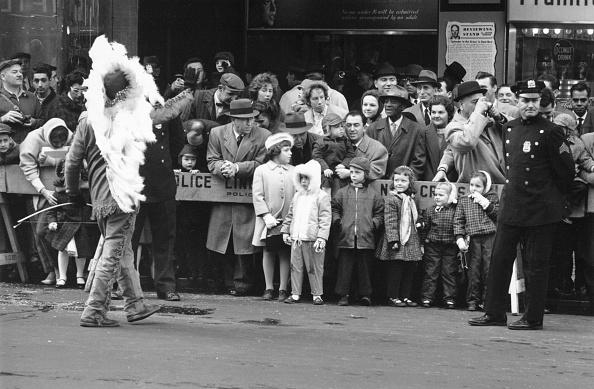 William Lovelace「Crowds At Parade」:写真・画像(15)[壁紙.com]