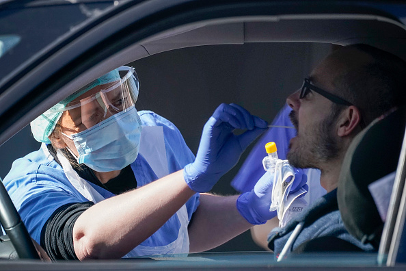UK「NHS Workers Tested For Coronavirus At Drive-Thru In Wolverhampton」:写真・画像(2)[壁紙.com]