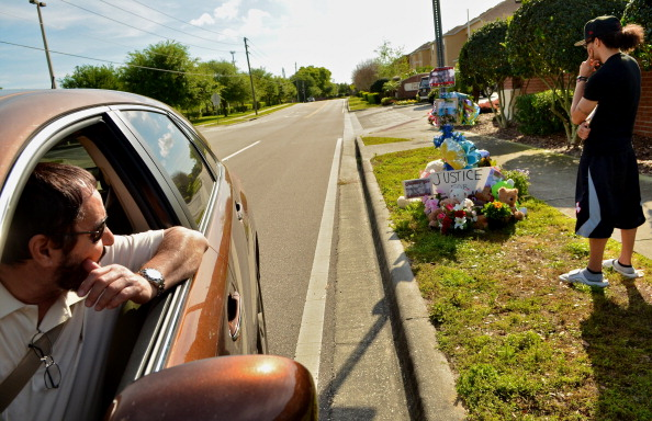 Roberto Gonzalez「Neighborhood Of Sanford, Florida Still Reeling In Aftermath Of Unarmed Teen Shooting」:写真・画像(13)[壁紙.com]