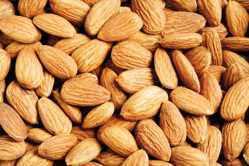 アーモンド「'Almonds, close-up'」:スマホ壁紙(9)