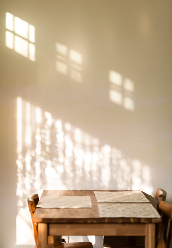 Dining Table「Table next to wall with shadow and light」:スマホ壁紙(11)