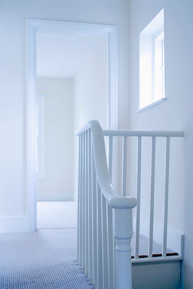 Simplicity「Interior view of white banister and landing area of vacant house」:写真・画像(19)[壁紙.com]