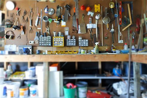 Defocused「Interior View of Home Garage Workshop」:スマホ壁紙(17)