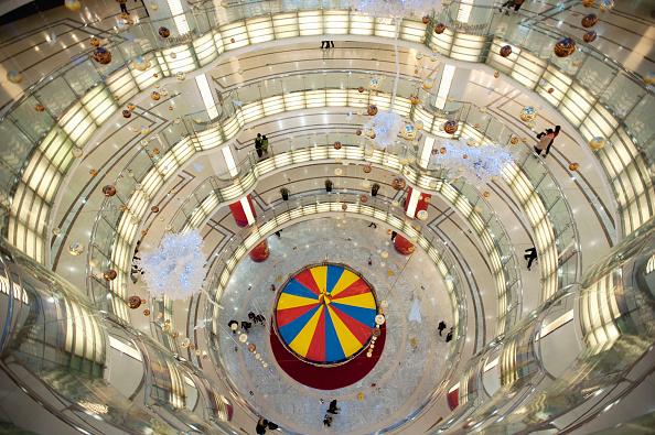 Circle「Interior view of spectacular circular atrium inside modern new Joy City shopping mall in Xidan district of Beijing 2009」:写真・画像(11)[壁紙.com]