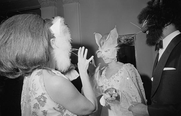 モノクロ「Masked Guests」:写真・画像(1)[壁紙.com]