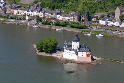 UNESCO「Europe, Germany, Rhineland-Palatinate, View of pfalzgrafenstein and village」:スマホ壁紙(18)