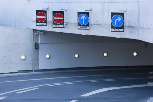 Basement「Europe, Germany, Munich, Empty entrance basement garage of ADAC center」:スマホ壁紙(7)