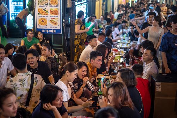 Hanoi「Vietnam Slowly Recovers From Coronavirus Outbreak」:写真・画像(13)[壁紙.com]