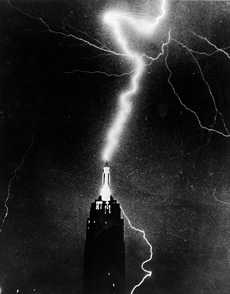 Empire State Building「Lightning Strike」:写真・画像(9)[壁紙.com]