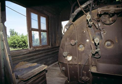 Train Interior「Boiler in a derelict steam locomotive」:スマホ壁紙(15)