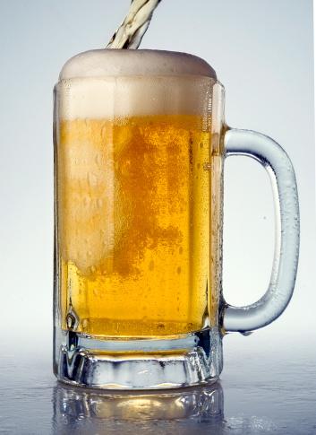 Ale「Beer pouring into beer mug」:スマホ壁紙(13)