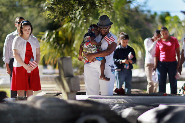 Grove「Miami Police And Fire Dept Honors Vets With March And Prayer」:写真・画像(4)[壁紙.com]