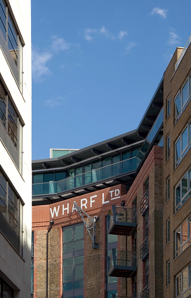 Architectural Feature「Residential development, old warehouses on the river Thames, Bermondsey, London」:写真・画像(3)[壁紙.com]