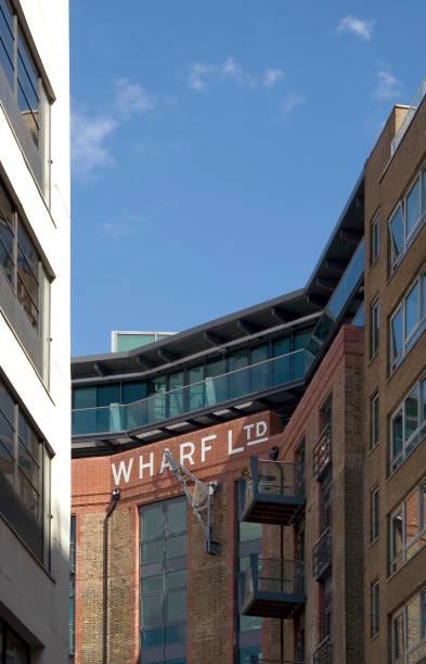 Residential development, old warehouses on the river Thames, Bermondsey, London:ニュース(壁紙.com)