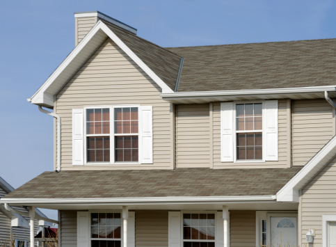 Siding - Building Feature「Residential Home With Vinyl Siding, Gable Roof, Seamless Gutters, Shutters」:スマホ壁紙(3)