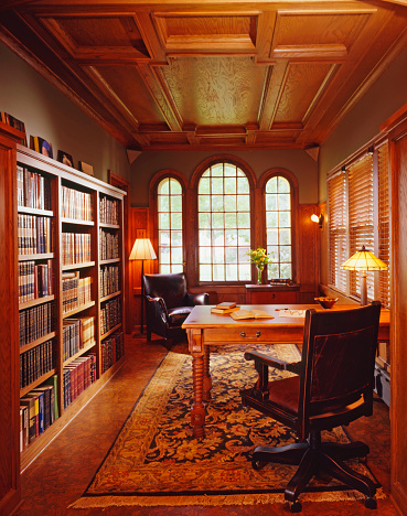 Home Office「Residential library with traditional woodwork and rich furnishings」:スマホ壁紙(3)