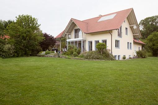 Lawn「Residential house with garden」:スマホ壁紙(9)