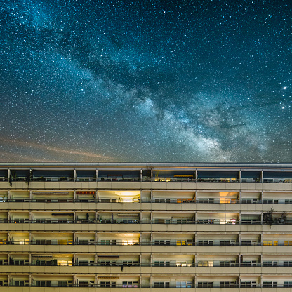 星空「Residential building under a starry sky」:スマホ壁紙(15)