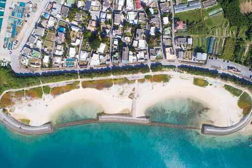 Panoramic「A residential area is spreading beside the beach.」:スマホ壁紙(13)