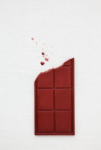 チョコレート「Bite missing from chocolate bar」:スマホ壁紙(0)
