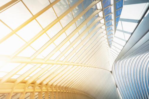 露出オーバー「明るくモダンな建築」:スマホ壁紙(6)