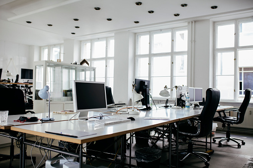 No People「A Bright, Modern Office Space With Computers」:スマホ壁紙(17)