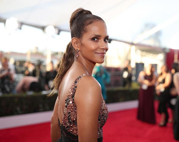 横位置「24th Annual Screen Actors Guild Awards - Red Carpet」:写真・画像(16)[壁紙.com]