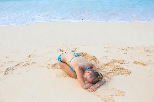 水着「Yoga on a beach.」:スマホ壁紙(14)