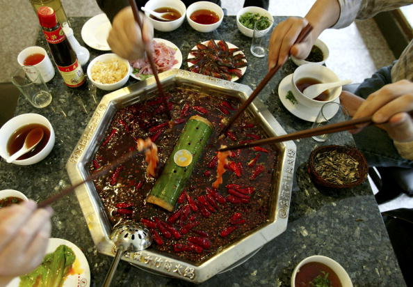 Spice「Chinese People Enjoy Hot Pot At A Restaurant」:写真・画像(4)[壁紙.com]