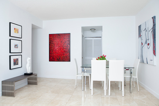 Miami「Wall art, table and chairs in modern dining room」:スマホ壁紙(13)